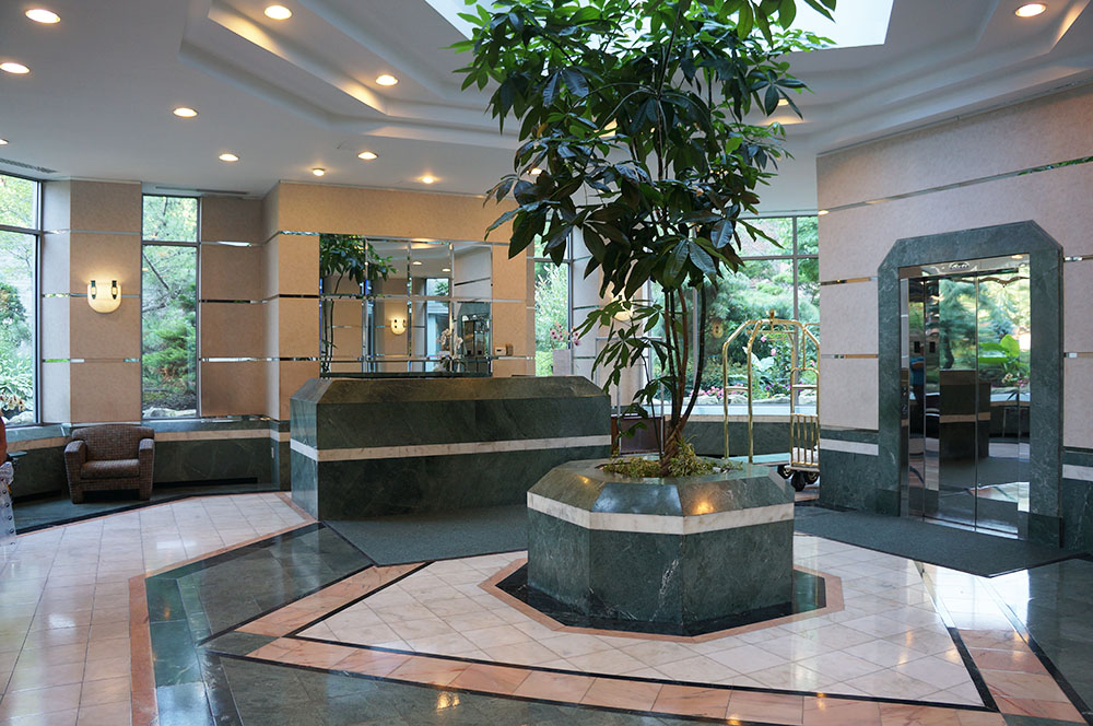 Photo of foyer area of The Pinnacle
